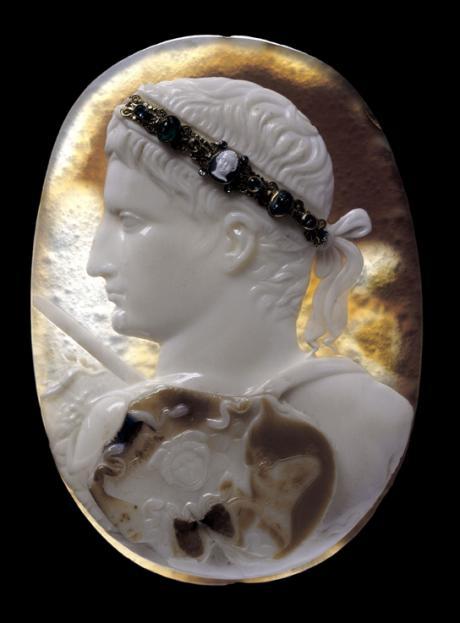 Auguste, Camée Blacas, vers 14-20 ap. J.-C. Sardonyx, H. 12,8  l. 9,3 cm, Londres, The British Museum © The British Museum, Londres, Dist. RMN - Grand Palais / The Trustees of the British Museum