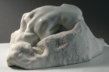 Auguste Rodin (1840 -1917), La Danaïde, 1889, marbre, H. 36 cm ; L. 71 cm ; P. 53 cm